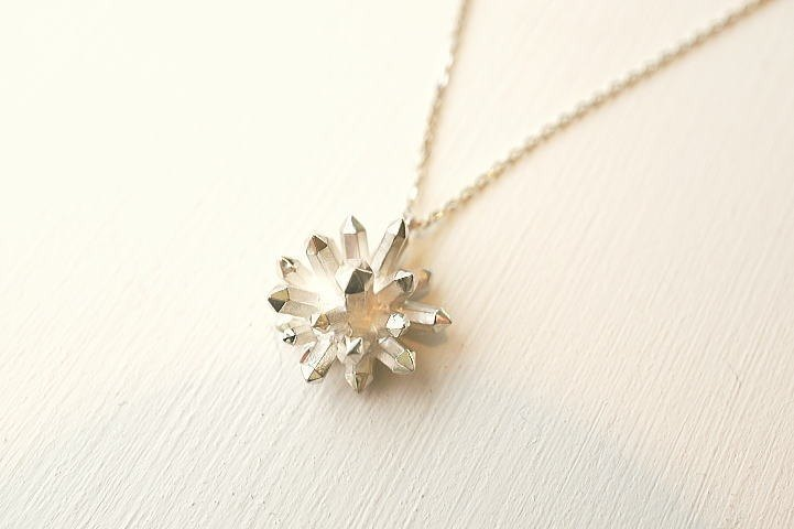 Radial crystal crystal design necklace silver