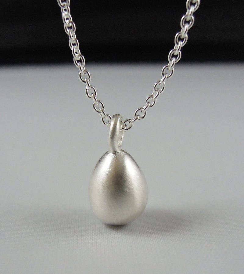 Hatch an egg egg hand-made silver necklace / clavicle chain / gift / anniversary / Valentine's Day