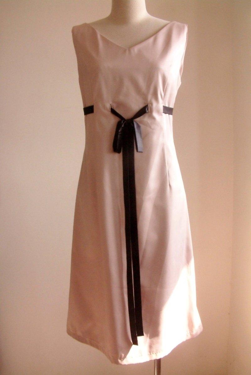 顯瘦高腰緞帶洋裝-豆沙色