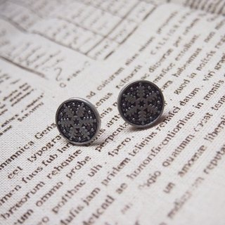 [Snowflake (black ancient silver)] retro earrings