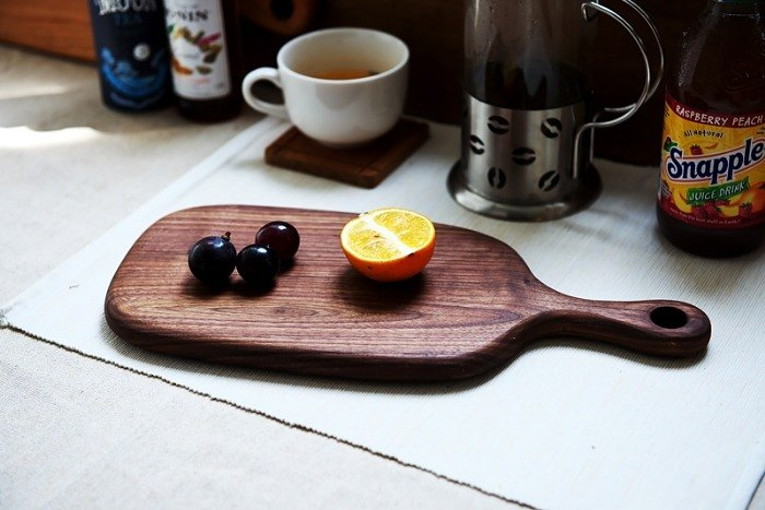 Xi Shan workshop - solid wood chopping board, breadboard, cheese board, plate (walnut) - with a small handle