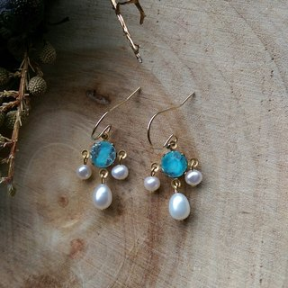 Rococo antique light blue rhinestone freshwater pearl earrings