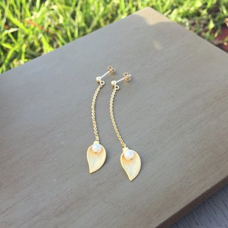 Dangle pearl earrings single leaf (K14GF ear)