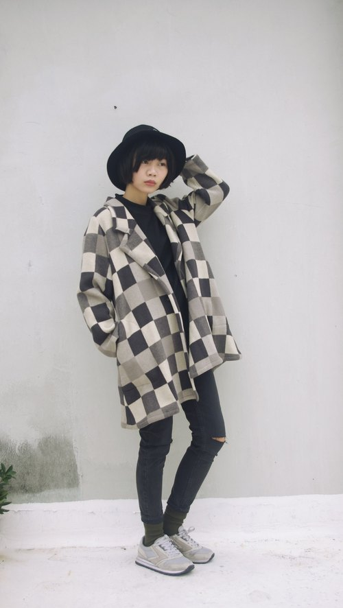 4.5studio- vintage treasure hunt - black and white gray box wool coat spaces on the board