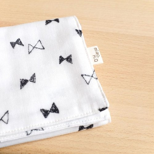 Summer essential small objects, hand-painted black and white bow wind double yarn handkerchief