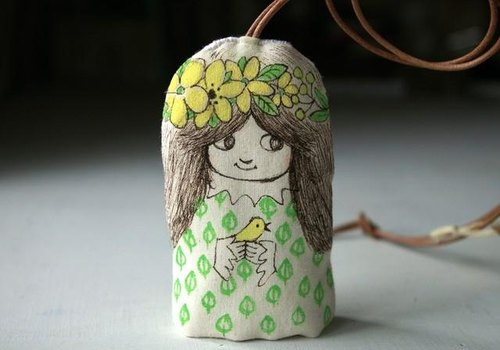 Girl of key case (yellow flower)
