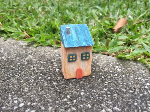 Small wooden house (decorations)