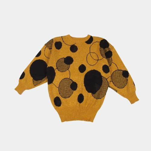 │moderato│ between Yayoi Kusama little vintage retro sweater │ Forest. England. Young artists