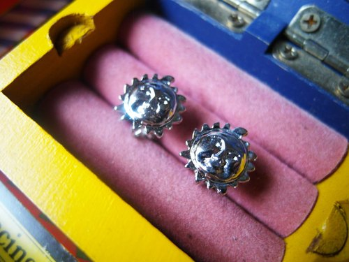 Antique silver clip earrings [Sun]