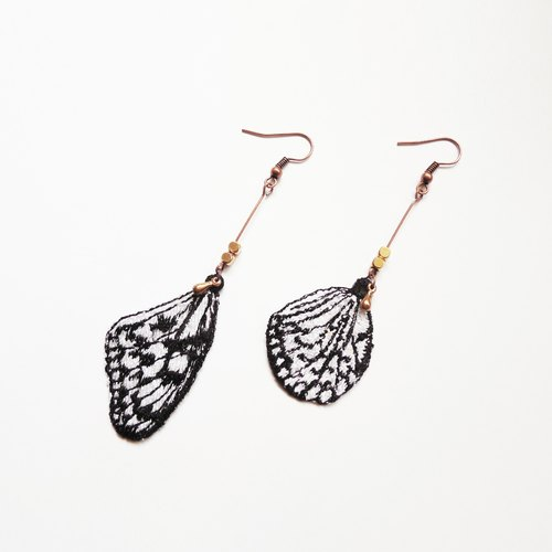 [Woven Lin] embroidery. Butterfly feather earrings / white monarch Idea leuconoe clara