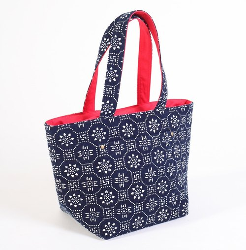 Finally, a print - hand-dyed series - Nantong blue calico posted outside the port Tote D