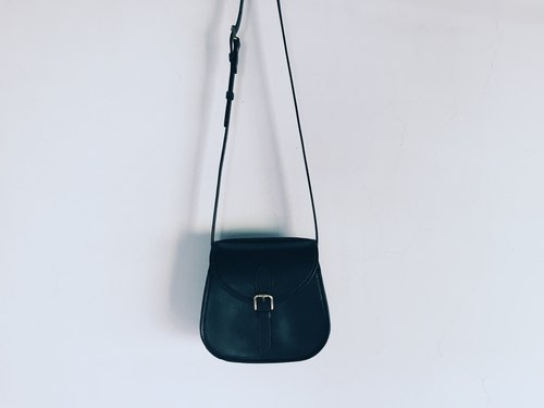 Vegetable tanned shoulder bag
