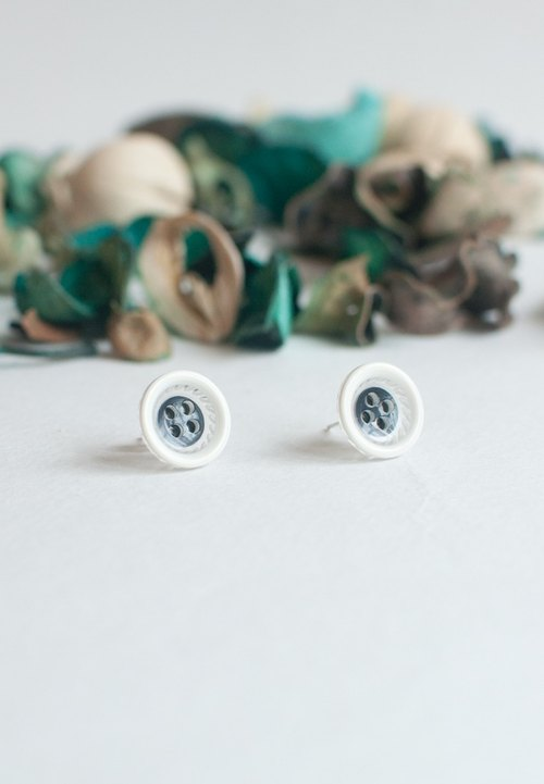 Vintage White Button Earrings ER0839