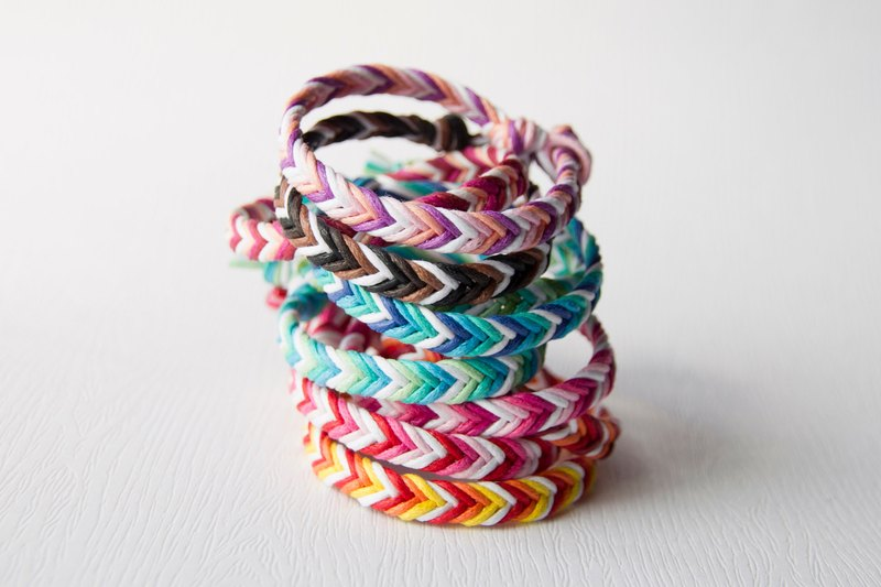 From shallow to deep - coarse neutral / hand-woven bracelet