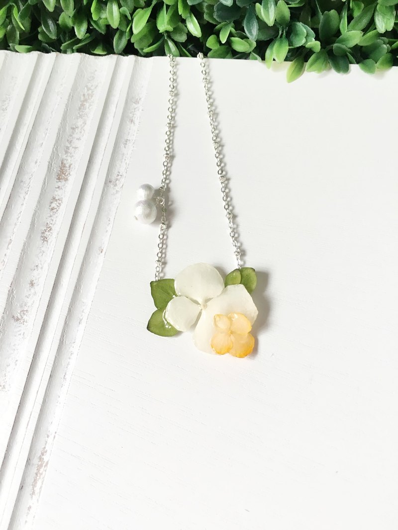 Green Leaf King - white hydrangea flowers green leaves orange Cotton Bead Necklace (real flowers series)