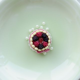 Sweet Dream ☆ Charlotte cake phone dust plug - Berry Sweetheart