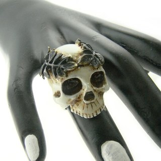 Realistic Skull leaf crown ring in brass with painting enamel ,Rocker jewelry ,Skull jewelry,Biker jewelry