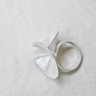FLOW_ geometric silver ring