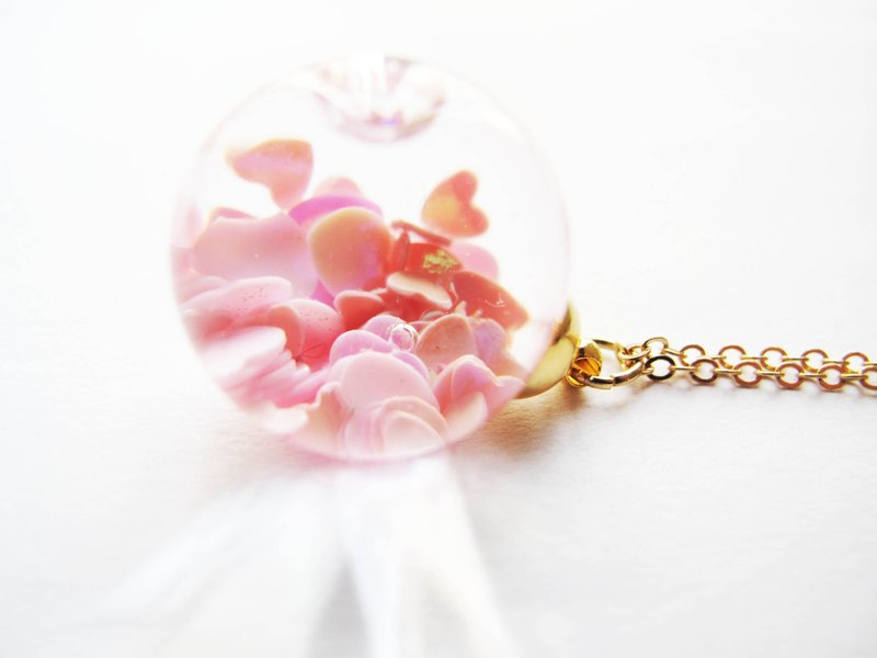*Rosy Garden* Pink heart shape glitter with water inisde glass ball necklace