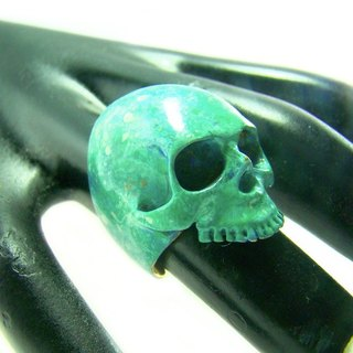 Patina Skull ring in brass hand painting with green patina color ,Rocker jewelry ,Skull jewelry,Biker jewelry