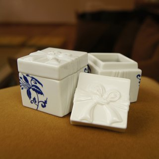 Good co-happy package Fu Yuan blue and white porcelain flower boxes