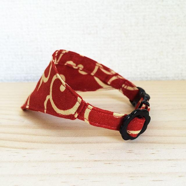 Bandana style safety collar · fine grass pattern Red Kittens to adult cats