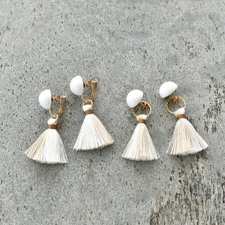 Dome tassel earrings / white