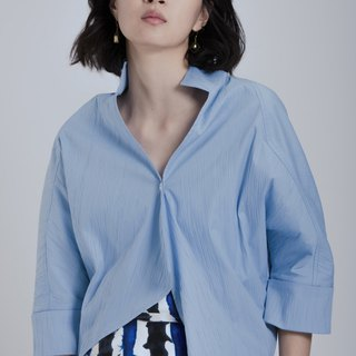 Minimalist single buttoned blouse