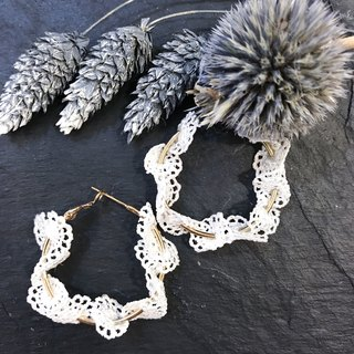 [Da Da Daily] White lace and golden circle earrings