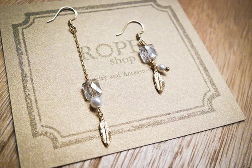 ROPEshop [Ling Guang Fei Yu] asymmetrical style earrings.