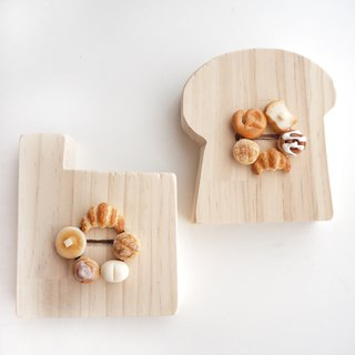 brooch /miniature bread