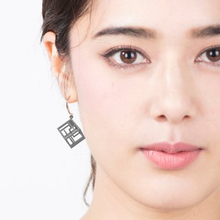 Spacing Cube Earrings (Grey)  | Sense of Space Collection