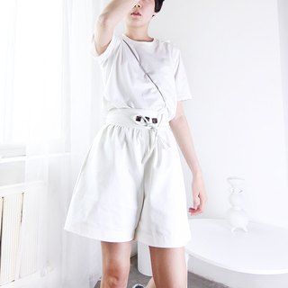 Waist Museum stereo sensation A swing button decoration zipper high waist shorts