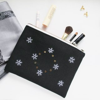 [hand embroidery] snowflake on the cosmetic bag / YKK zipper storage bag clutch bag hand embroidery