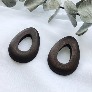 Drop-shaped wood earrings