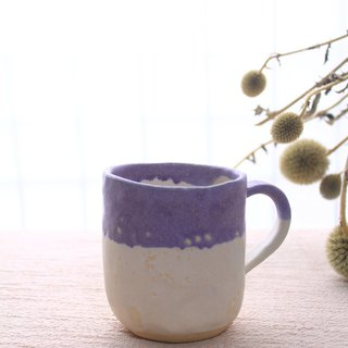 Hand-cranked pottery two-color mug