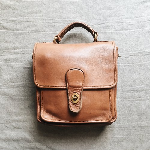 A ROOM MODEL - VINTAGE, COACH Caramel Side Bags / BC-2750