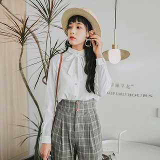 2018 autumn new literary solid color pearl buckle shirt top
