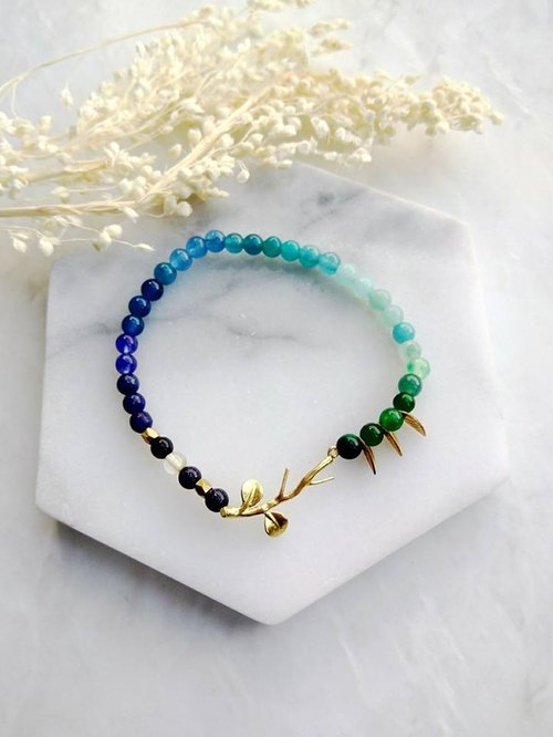 Small sea flowers (spiritual small objects) aquamarine lapis lazuli blue blue stone blue agate Milky Way agate green chalcedony small leaf single lap bracelet