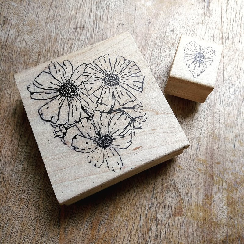 "CANADA MAGENTA ""Daisy Love"" Wooden Rubber Stamp"