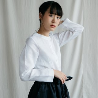 Long sleeves shirt with shell Buttons in White