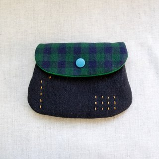 One hand to master the purse - black x green grid EH94