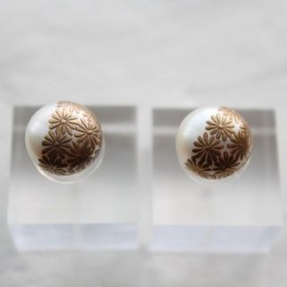 MAKIE Pearl Earrings pair <Japanese Pattern; chrysanthemum>