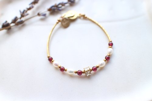 The red-Garnet pearl brass bracelet