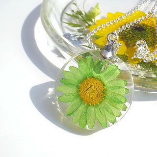 Daisy Resin Necklace. Resin Jewelry with Pressed Flowers.Handmade Resin Jewelry