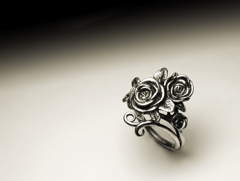Three roses ring