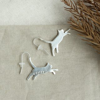 Japanese Handmade Ornaments - Leaping Cat Earrings | Silver