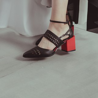 Elliptical hollow square with pointed shoes black red