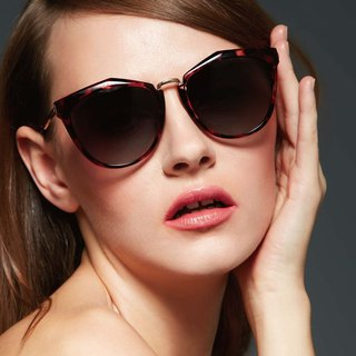 Fashion Eyewear - Sunglasses Sunglasses / Poppy Red