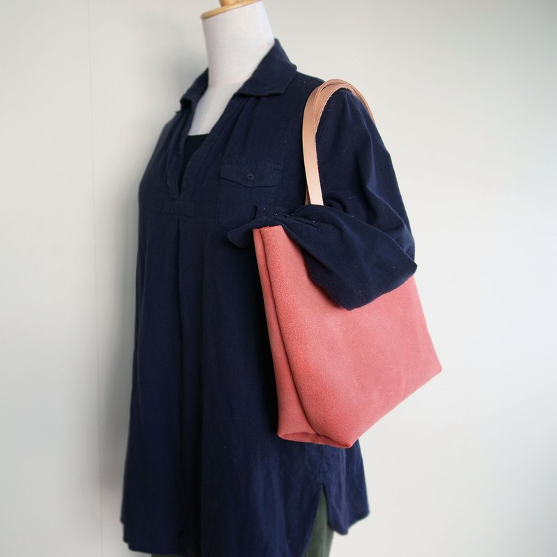 Floor leather tote bag 【LL】 Red A4 also comes in with plenty of size larger size For everyday use